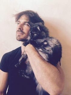 "Ian Somerhalder & his ""shoulder"" cat Sohalia"