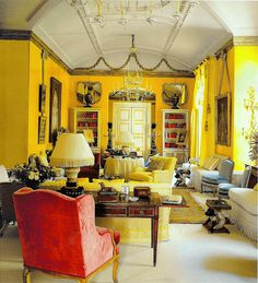 Nancy Lancaster's iconic Yellow Room at Colefax and Fowler via World of Interiors magazine Yellow Paint Colors, Yellow Walls, Yellow Painting, Yellow Rooms, Colours, Yellow Interior, Color Interior, Interiors Magazine, World Of Interiors