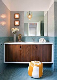 Ready to embrace midcentury modern? Great, let's start with your bathroom. Ahead are 14 midcentury inspired baths that aren't afraid to let their tile shine. #tilebathrooms