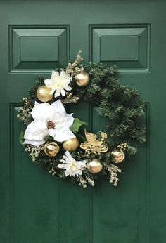 Winter White & Gold Evergreen Wreath-Gold Sparkling Front Do Christmas Wreaths To Make, Handmade Christmas Decorations, Christmas Nativity Scene, Christmas Mood, Diy Christmas Tree, Holiday Wreaths, Xmas Decorations, Diy Wedding Garland, Diy Garland
