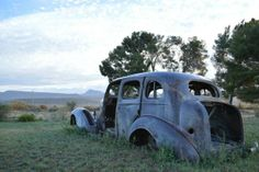 An old car wreck outside the Vleihuisie near Nieu-Bethesda, South Africa Rust In Peace, Rusty Cars, Big Sky Country, Farm Stay, Abandoned Cars, Barn Finds, Old Cars, South Africa, Antique Cars