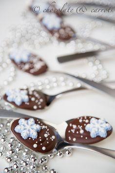 ZeRussian yummies sweet it: Snowflake Chocolate Spoons Chocolate Spoons, Chocolate Waffles, Hot Chocolate Bars, Chocolate Covered, Homemade Christmas Treats, Holiday Treats, Holiday Recipes, Christmas Goodies, Christmas Desserts