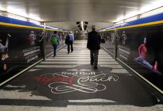 Red Bull Flyign Bach, en Metro de Madrid con JCDecaux y Zenith