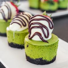 Matcha Mini Cheesecakes with White Chocolate Covered Strawberries – creamy and delicious, green tea tasting, little bites of cheesecake!