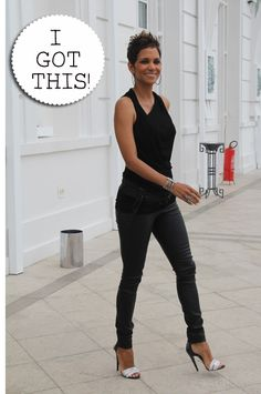 Pregnant Halle Berry fine as wine Kingsman, Halle Berry Style, Cleveland, Photo Star, Star Fashion, Womens Fashion, Black Actresses, Ohio, Casual Outfits