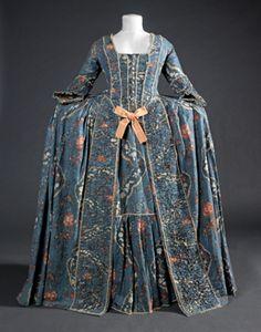 Circa 1760 Vestit de cort. (c) Museu Tèxtil i d'Indumentària, Barcelona