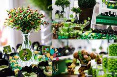 ANTES DE ALUGAR, CONSULTE DISPONIBILIDADE DE DATA! Mesa para locação - tema Ben 10 Contendo: 1 bolo cenográfico com base 2 vasos com bolas de grama buchinha verde 2 vasos de vidro pequenos com plantinhas verdes artificiais 1 vaso de vidro alto com folhagem verde 1 vaso alto com flores ve...