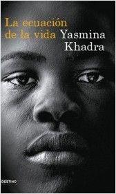 """En """"La ecuación de la vida"""", Yasmina Khadra explora los límites del ser humano, ya sea ángel o demonio, y nos deja una historia de la que no podemos mostrarnos indiferentes. Porque África es especial y merece ser escuchada. O porque, como vuelve a decir Bruno, """"El que sólo visita África una vez, muere tuerto""""."""