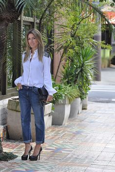 Jeans and white shirt with glam!