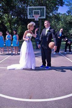 Love & Basketball wedding. Funny wedding photo. Basketball wedding. PinUp girl Bride and bridesmaids. Unique Wedding photos. Original wedding photo.