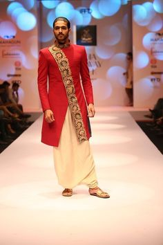 Indo-Western wear simply means the fusion of Indian and western wear. Read on to know about how to style indo-western outfits to style it like a pro. Wedding Dresses Men Indian, Wedding Dress Men, Wedding Suits, Indian Weddings, Wedding Wear, Farm Wedding, Wedding Couples, Boho Wedding, Wedding Reception
