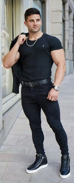 Tight Jeans Men, Gym Guys, Casual Outfits, Men Casual, Well Dressed Men, Muscle Men, Sexy Men, Hot Men, Mens Fitness