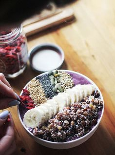 Fun option to the regular smoothie. Smoothie Bowl Queen: In the Kitchen with Lee Healthy Desayunos, Plats Healthy, Healthy Smoothies, Healthy Snacks, Acai Recipes, Smoothie Recipes, Breakfast Bowls, Breakfast Recipes, Mexican Breakfast