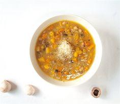 Σούπα με κολοκύθα, φασόλια και μανιτάρια