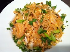 Here's a yummy and flavorful (and pretty easy) gluten free Pad Thai recipe - dairy free and soy free Pad Thai recipe - From Jessica's Kitchen