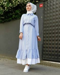 Image may contain: 1 person, standing Abaya Fashion, Muslim Fashion, Modest Fashion, Fashion Outfits, Hijab Style Dress, Hijab Outfit, Modest Dresses, Modest Outfits, Casual Outfits