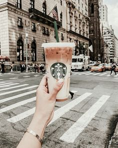7 Stunning Cool Tips: Coffee Pictures New York coffee diy pallet.Coffee Pictures New York coffee painting mirror. Bebidas Do Starbucks, Starbucks Drinks, Starbucks Iced Coffee, Coffee Drinks, Starbucks Art, Starbucks Secret Menu, Coffee Barista, Coffee Menu, Coffee Poster