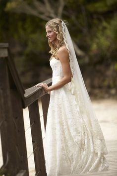 Get inspired: A gorgeous Monique Lhuillier (@M_Lhuillier) #wedding gown. Love this!
