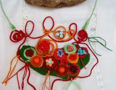 Colier statement Flower garden Handmade Jewelry, Christmas Ornaments, Holiday Decor, Garden, Flowers, Home Decor, Garten, Decoration Home, Handmade Jewellery