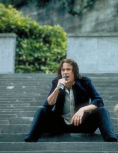 the moment every girl fell in love with heath ledger BUT REALLY!!!! 10 things I hate about you... Best movie!