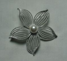 LOVELY VINTAGE SARAH COVENTRY SILVER TONE FAUX PEARL STARFLOWER STARFISH PIN  #SarahCoventry