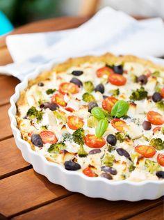 Kasvis-fetapiirakka | Maku Ketogenic Recipes, Diet Recipes, Vegan Recipes, Cooking Recipes, Just Eat It, Brunch Party, Keto Dinner, Vegetable Pizza, Food And Drink