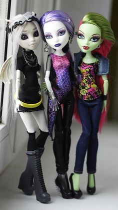 ooh. I like that Rochelle makeover. Or is it just the wings on a Create a Monster doll? Spectra and Venus, i have them