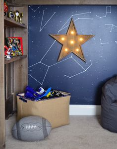 So obsessed with this light up star (it's battery operated so there's no plug snaking down the wall).