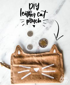 Love this! DIY Leather cat pouch... perfect gift for that cat lover Cat Lover Gifts, Cat Lovers, Cat Whisperer, F2 Savannah Cat, Cat Accessories, Cat Jewelry, Cat Furniture, Lovers And Friends, Watches For Men
