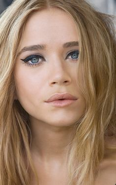 OLSENS ANONYMOUS MARY KATE OLSEN CAT EYE LINER PINK LIPS RYASICK PHOTOGRAPHY GROOMED EYEBROWS BOLD BROWS LIGHT PINK LIPS BRONZER LONG WAVY B...