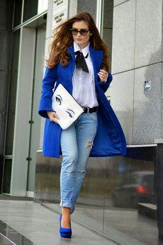 Look sapato +casaco azul.