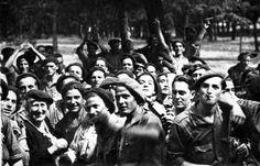 Spain - 1936-39. - GC - María Isabel Baleztena, de Frentes y Hospitales, visitando a los requetés del…