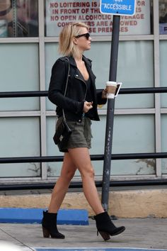 03/20/13 - Julianne Out and About in Hollywood - 032013OutAndAboutInHollywood0016 - Julianne Hough Web Photo Gallery | julianne-hough.ws