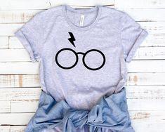Unisex Harry Potter Tee by BopandRae on Etsy Harry Potter Shirts, Harry Potter Outfits, Harry Potter World, Estilo Geek, Hogwarts, Birthday Ideas For Her, Harry Potter Cosplay, Personalized T Shirts, Unisex