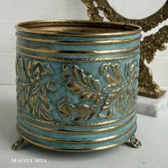 A Love Story - Magia Mia: Chalk Paint & Brass …. A Love Story Informations About Magia Mia: Chalk Paint & Brass - Chalk Paint Projects, Chalk Paint Furniture, Funky Furniture, Furniture Design, Paint Brass, Tin Can Crafts, Brass Planter, Annie Sloan Chalk Paint, Messing