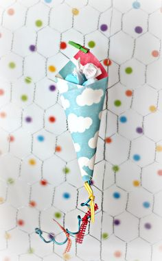 "Mini ""kite"" paper cones. with ""up up and away"" free printables. Perfect for little ones after a day of flying kites!"