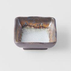 Square bowls are what we like 😍 Akane Grey collection is what we like 😍 - 🇨🇿 Líbí se nám čtvercové misky a také Akane Grey kolekce 😍 A tohle je náš miláček 😀 . . . . . #mijeurope #madeinjapaneurope #madeinjapantableware #chefsroll #chefstalk #chefsplateform @_artofplating @chefstalk @chefsroll #beautifulcuisines #style #design #japan #picoftheday #bowl #squarebowl Queen Victoria Market, Product Offering, Japan, Ceramics, Dishes, Grey, Tableware, Lighting, Design