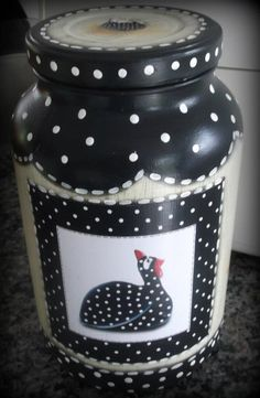 .                                                                                                                                                                                 Mais Painted Milk Cans, Painted Wine Bottles, Painted Jars, Bottles And Jars, Glass Jars With Lids, Mason Jar Lids, Mason Jar Crafts, Diy Bottle, Wine Bottle Crafts