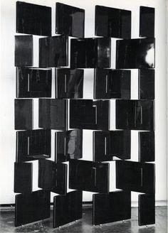 Eileen Gray, black Block screen, 1923, France. / Julia Ritson