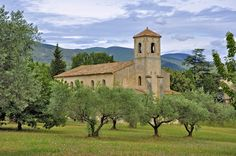 Temple Lourmarin: A gently sloping weekend in the Luberon - Linternaute. Halfway between the village and the castle stands the Protestant church of Lourmarin , opened in 1818 and now listed in the supplementary inventory of historical monuments. © Fabrice Berreur - Fotolia.com