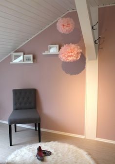 """Ankleidezimmer in """"Wolken in rosé"""" – Der Alpina Feine Farben Produkttest - Walk in closet - Mädchenzimmer Pax Ikea Ankleide Pompoms Home24 gemütlich Dekoration Home Zuhause wohnen living"""