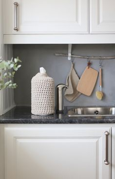 Use a branch and S hooks to hang items in the kitchen. Crochet or knit the kitchen cloth and the paper towel holder (remove the cardboard roll and pull the paper from the inside). I think. The blog is in Norwegian. :) http://norskeinteriorblogger.no/2015/01/20/mote-moter-interior-hjemme-hos/
