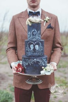 Think youve seen it all when it comes to chalkboard? Think again! This chalkboard wedding cake is a unique take on the trend.