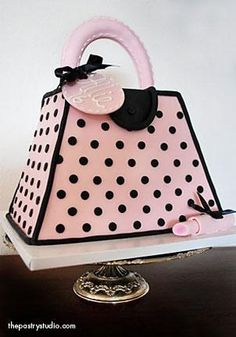 ♥ with a pink & black purse cake!