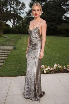 b97489801f1 Sienna Miller en slip dress Ralph Lauren au Gala de l amfAR 2015 Robes Ralph