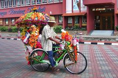 Best of #Bangkok, #Singapore and #KualaLumpur- street food, must-sees and more. The definitive list: http://mygo.la/PEl9NP  #travel #Asia  Pedicab, Melaka - Malaysia by Khalzuri, via Flickr
