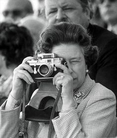 Queen Elisabeth with her Leica