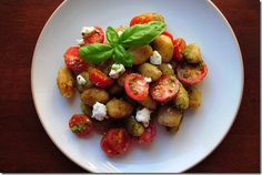 Crispy Pesto Gnocchi with Tomatoes and Goat Cheese.love the idea of crispy gnocchi! Skip the pesto though, yuck. Gluten Free Recipes For Dinner, Dinner Recipes, Yummy Recipes, Dinner Ideas, Vegetarian Recipes, Recipies, Gnocchi Pesto, Pasta, Italian Recipes