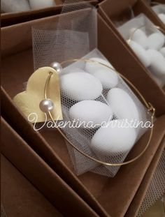 Πρωτότυπες χειροποίητες μπομπονιέρες γάμου μεταλλικό βραχιόλι με καρδιά από ορειχαλκο by valentina-christina handmade products 2105157506 Pearl Earrings, Pearls, Weddings, Hair, Vintage, Beauty, Casamento, Souvenirs, Souvenir