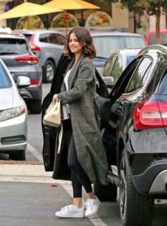 Selena's Mercedes Benz GLA same pinch. Selena - Today Pin - Selena's Mercedes Benz GLA same pinch. Selena Gomez Hair, Selena Selena, Selena Gomez Photos, Selena Gomez Style, Selena Gomez 2019, Look Fashion, Trendy Fashion, Fashion Outfits, Trendy Style